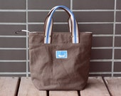 Zippered Canvas Tote with 3 Inside Pockets