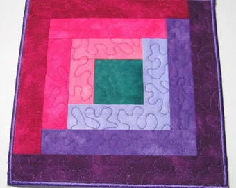 Purple and pink log cabin plate mat