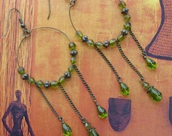 Vintage GREEN STONE DANGLING Earrings, drop earrings, green stone earring, gift for her, light weight earrings, summer jewelry, mother's day