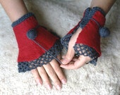Joint project with Pronina. Handmade felted ruffled cuffs-mittens with crocheted laced edges in red and grey
