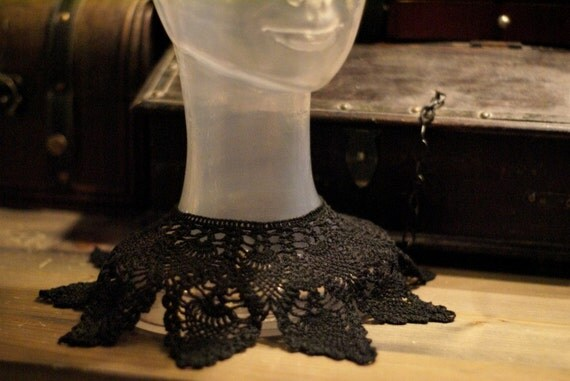 Crocheted black collar-necklace