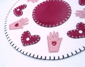 Penny Rug with Shaker Heart in Hand Design - 12.75""