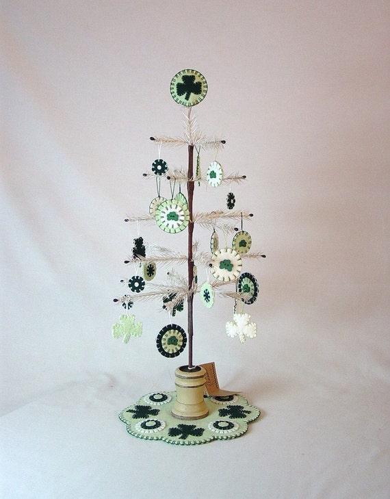 ST. PATRICK'S DAY FEATHER TREE with ORNAMENTS, TREE MAT and TREE TOPPER