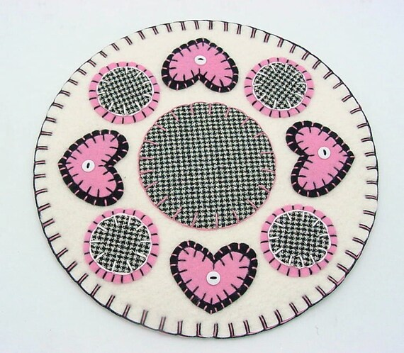 Valentine Heart Design Penny Rug Style Candle Mat or Tree Mat - 10""