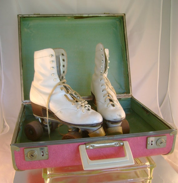 Vintage Ladies Roller Skates with Pink Case and Key