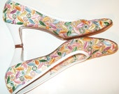 Springtime Fresh,  PASTEL FLOWERS...Doris Day... shabby chic... EMBROIDERED  60s/70s Floral Heels ..Pumps
