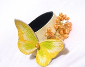 Leather bracelet with butterfly and pearls