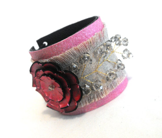 Leather bracelet with flower and linen fabric. SALE
