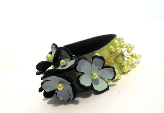 30% OFF SALE   Leather bracelet with flowers Floral cuff bracelet Fashion jewelry