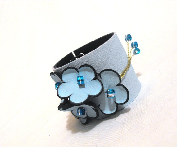 Blue floral leather bracelet