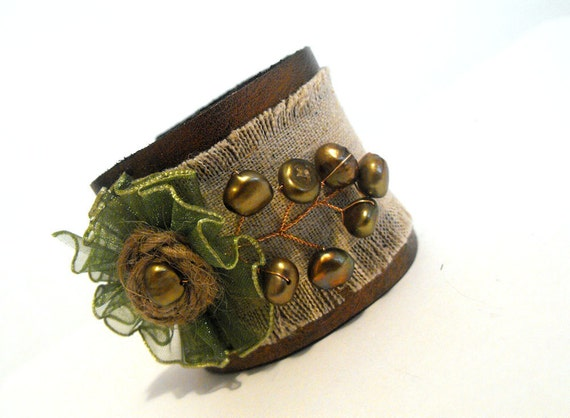 Nature inspired leather bracelet with pearls