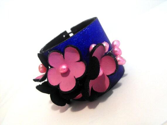 Bright fashion bracelet Leather jewelry