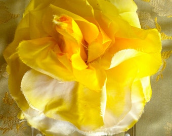 1940's Soft Yellow Rose with Rosebud