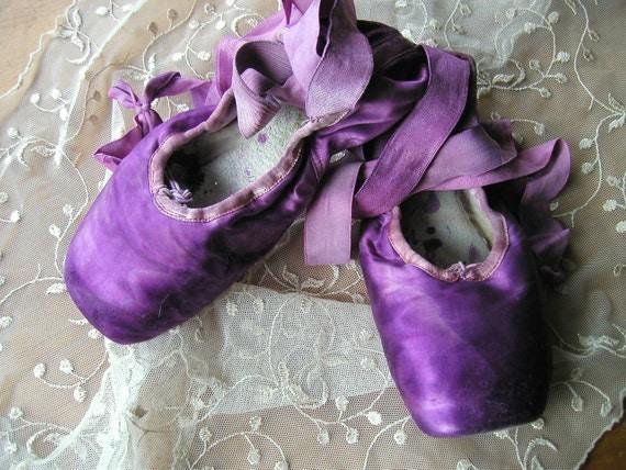 DANUSHAROSE USED Vintage Amethyst Purple Ballet Pointe Toe