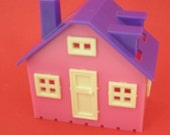 Miniature dollhouse to go inside another dollhouse