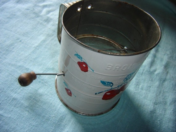 Vintage Metal Bromwells 3 Cup Measuring Sifter 1950s Shabby Chic