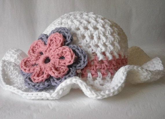 Crochet Flower Pattern - Snowball Mum - The Crafty Tipster