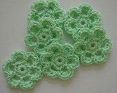 Mini fleurs crochetées Six - menthe verte - fleurs de coton - crocheté fleur Appliques - crocheté embellissements de fleurs - lot de 6