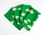 RESERVED - Vintage Green Daisy Fabric Napkins