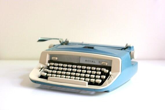 Vintage 1960s Royal Sabre Typewriter