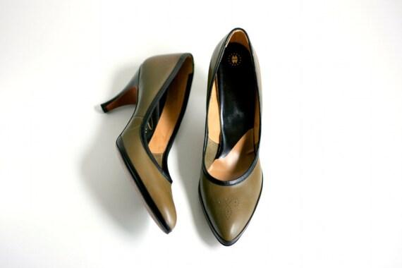 Vintage Olive and Black High Heels - Size 8 1/2