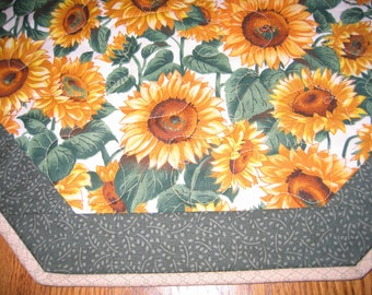 "Quilted Octagon Mat with Sunflowers - 22"" diameter"