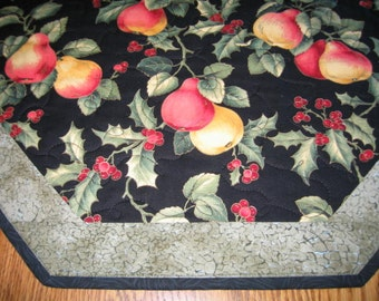 "Quilted Octagon Mat in Holly and Christmas Pears - 22"" diameter"