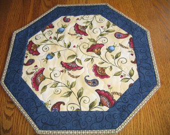 """Quilted Octagon Mat in a Floral Paisley Pattern - 16"""" diameter"""