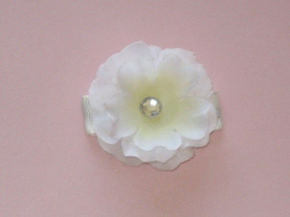 BLOWOUT SNAP CLIP SALE--White  Flower with Gem on Lined Snap Clip---See More Great Deals in My Shop--