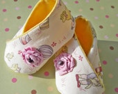 Piggy Toes Retro Hand Made Ribbon Flower Embellished Baby Shoes