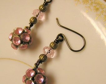 Free shipping Vintage look pink rhinestone antique brass earrings