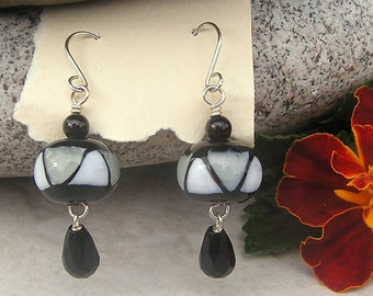Free shipping Black and gray lampwork glass earrings with faceted black teardrop, onyx bead and sterling silver