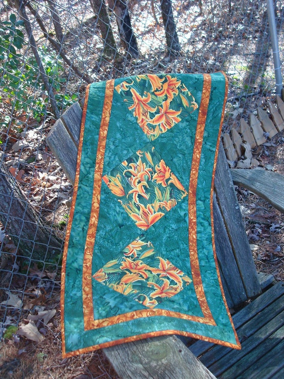 Green Tiger Lily Floral Table Runner