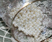 VINTAGE Classic - Beautiful Mother of Pearl - Mid Sized 4 mm Hole-less pearls - Crafters find - (20)