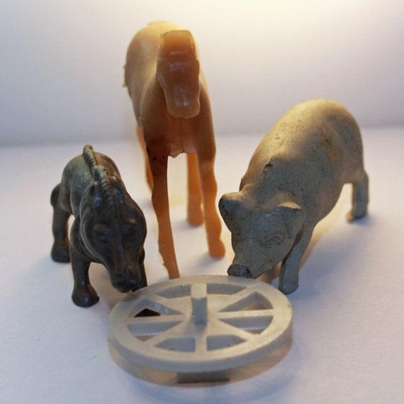 Vintage Play Animals - Stampede - Wild Boar, Farm Pig, Horse, wagon wheel - Plastic/Rubber Animal Figures