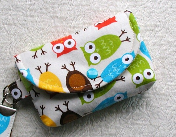 Medium Snap Wristlet.. Urban Zoologie Owls in Bermuda
