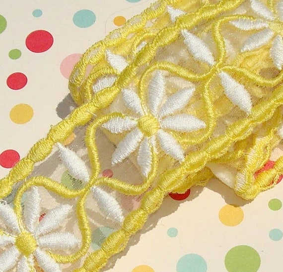 Vintage Trim Yellow Daisy Trim
