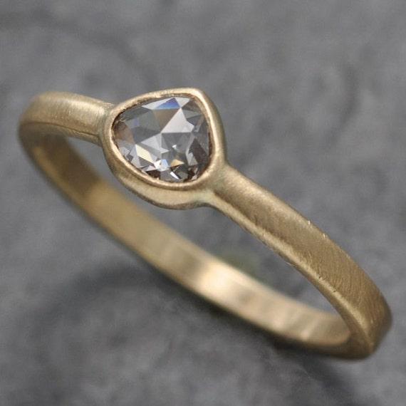 Rose cut diamond ring - 18k gold - bezel solitaire