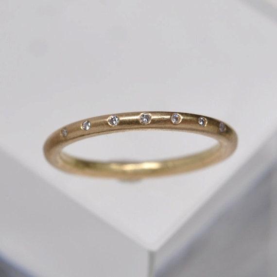 7 diamond band - 18k gold