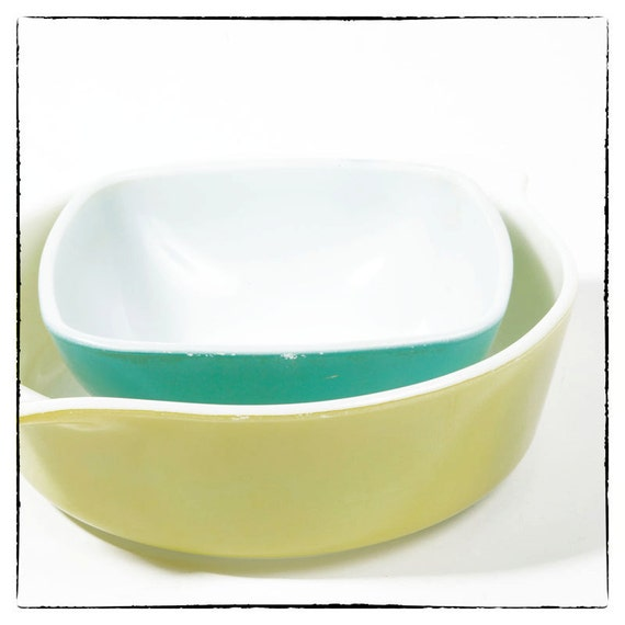 Vintage Set of Small Pyrex Ovenware- Turquoise and Lemon Yellow