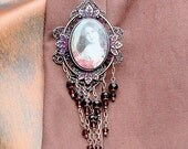 Brooch Necklace Little Victorian Girl Magie éclat,  Lady  Portia in Garnet Reds