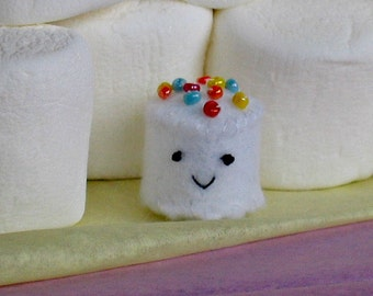 Mini marshmallow felt plush with sprinkles - white