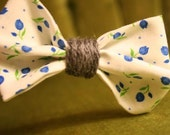 hair bow - blue floral print with gray yarn