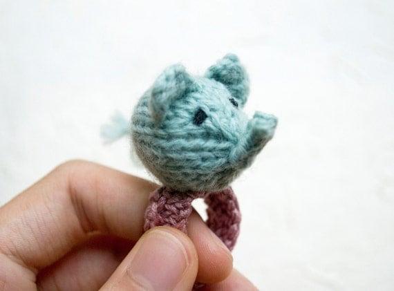 Momshoo- Baby Elephant knitted amigurumi ring