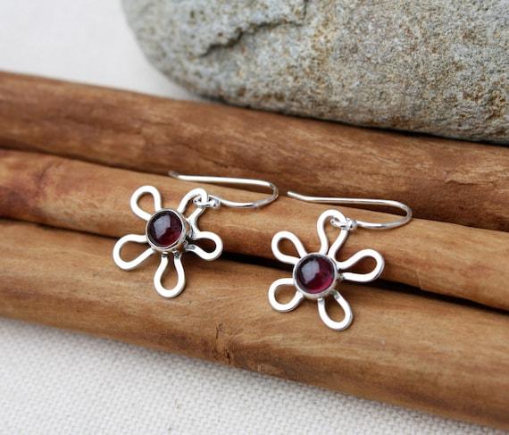 Flower Garnet Sterling Silver Earrings. Red Stone Earrings. Silver Flower. Handmade flower earrings.
