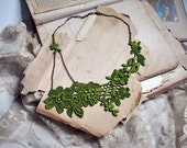 lace necklace : AZHAR, leaf green (last one)