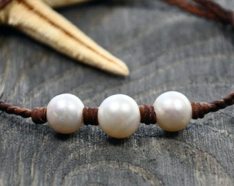 Leather and Pearls Necklace Trinity