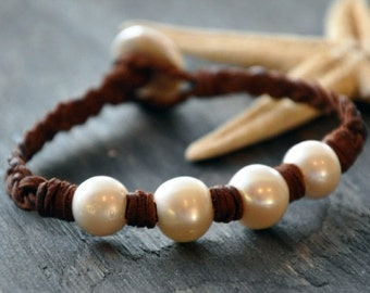 Pearl and Leather Bracelet Calypso