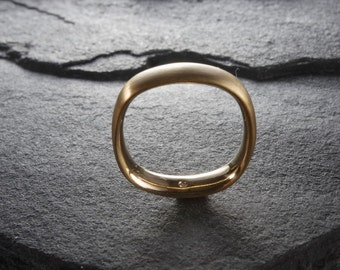 Arc 4mm, a 22K Wedding Band