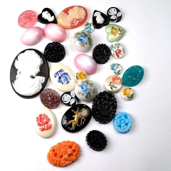 28 pcs Variety Mix Cabochons Cameo Vintage and vintage inspired glass and plastic cabs Oval Round flower floral - Buy Bulk